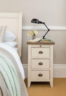 nachttisch pauline landhaus dam 2000 ltd co kg. Black Bedroom Furniture Sets. Home Design Ideas